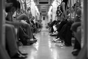 ongelukkige mensen in de metro
